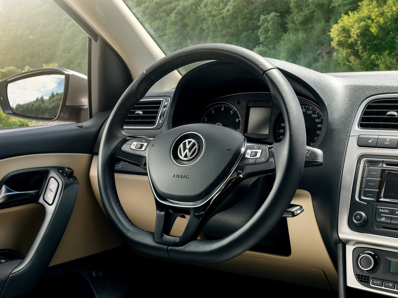 Volkswagen Polo 2017 (tow hitch)